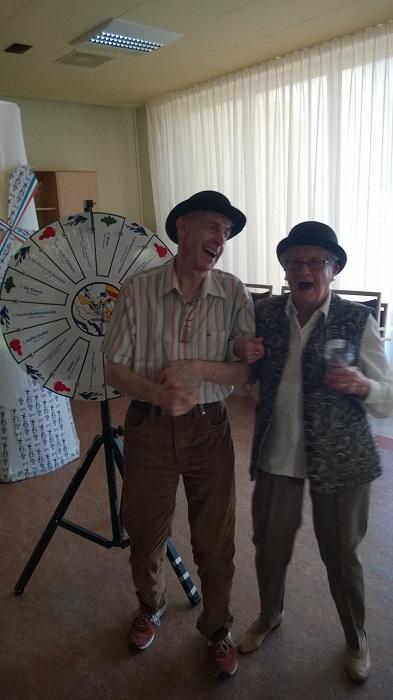 Senioren in Soesterberg genieten bij de Krasse Knarren Show