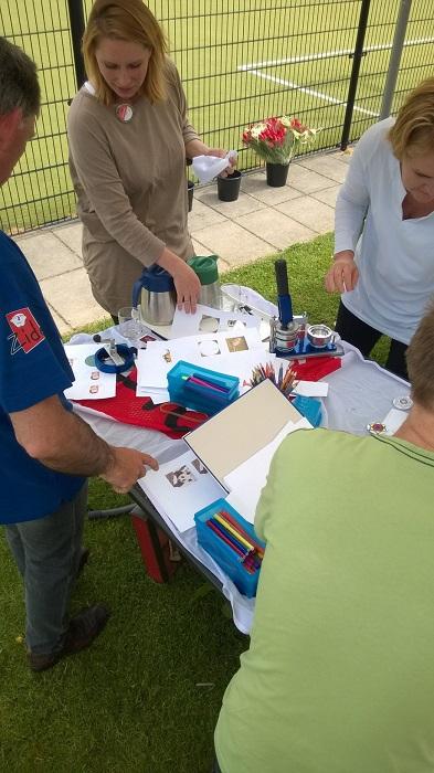 Button workshop en muziekverzorging bij Lentefair van zorginstelling Zideris Rhenen