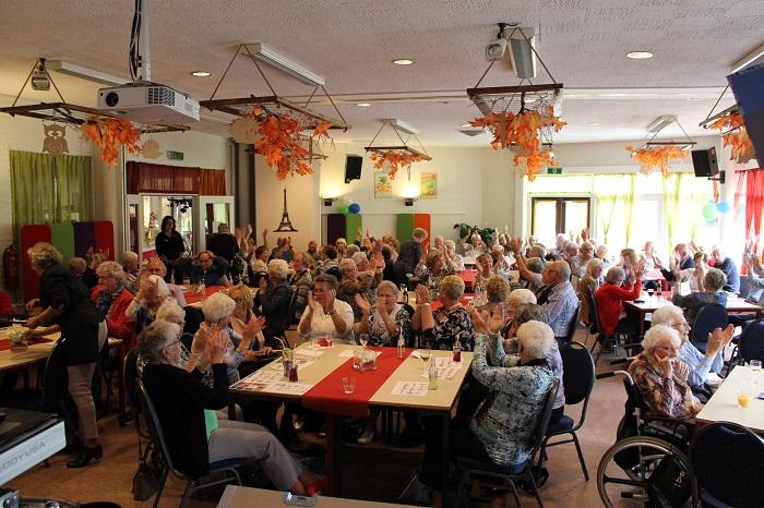 De seniorenmiddag in Hendrik Ido Ambacht werd een megafeest