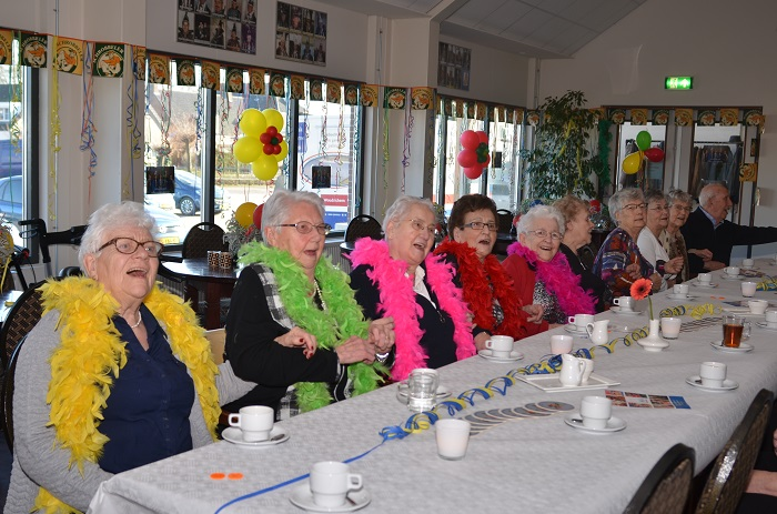 Seniorencarnaval met de Krasse Knarren Show in Deest werd een feest